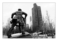 The sailor (Jean-Louis DUMAS) Tags: bw chicago black building tower statue blackwhite noir tour noiretblanc marin nb sailor blanc immeuble noirblanc
