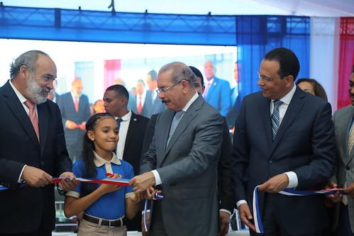Danilo entrega escuela en Los Alcarrizos. Más de 197 mil estudiantes provincia Santo Domingo han sido integrados a Jornada Escolar Extendida