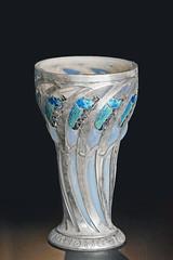 Le musée Lalique (Wingen-sur-Moder, France) (dalbera) Tags: dalbera lalique wingensurmoder france basrhin alsace muséelalique artnouveau gobelet