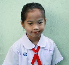 pretty girl in her school uniform (the foreign photographer - ฝรั่งถ่) Tags: pretty girl child school uniform khlong thanon portraits bangkhen bangkok thailand canon