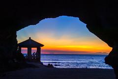 Sunset @ Shihmen Cave  石門洞落日 (Jennifer 真泥佛 * Taiwan) Tags: 石門區 石門洞 北海岸 橋 夕陽 落日 nikond4s nikon 剪影 霞光 彩霞 summer 夏天 夏 sunset