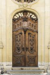 La porte de l'église (Philippe Bélaz) Tags: door fribourg architectures beiges bois brun entrées marches portes sculpté wood