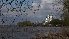 on the shore of nero lake (Sergey S Ponomarev) Tags: sergeysponomarev canon eos 70d ef70200mmf4lisusm landscape monastery paysage paesaggio landschaft russia russie russland europe orthodox christian architecture lake nero yaroslavl north 2019 may maggio water clouds shore history ancient сергейпономарев nature natura природа озеро неро ярославль ростов ростоввеликий исторя спасояковлевскиймонастырь пейзаж россия май весна архитектура вода небо облака церкви христианство православие европа золотоекольцо thegoldenringofrussia