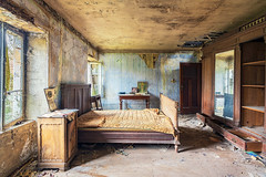 16 / 2019 (the-black-swan) Tags: urban urbex abandoned exploration verlassen verfallen vergessen old past place places lost decay hdr forgotten sony architektur gebäude geometrisch decayed derelict marode fineart art architecture wallart limited edition maison house bed bedroom