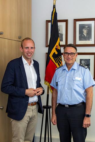 Mit Oberstarzt Dr. Matthias Grüne, dem Leiter des Bundeswehrkrankenhauses Westerstede, habe ich die Herausforderungen für die Gesundheitsversorgung und den Sanitätsdienst diskutiert.