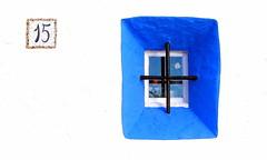 Carrer de la Davallada, 15 (Helena de Riquer) Tags: sitges garraf provinciadebarcelona finestra window fenêtre ventana janela blanc blanco white bianco branco blau bleu azul blue azzurro fachada façana facade façade 2013 reixa reja grille bar grata grelha finistra flickr helenaderiquer geometric geométrico geometría geomètric geometrico géométrique catalunya cataluña catalogne catalonia europa europe sony sonydsch20 carlzeiss blancasubur