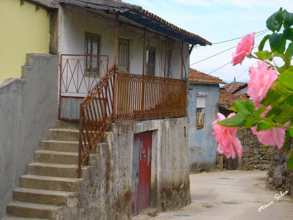 Águas Frias (Chaves) - ... casa da Aldeia que já foi reconstruida (fica como memória futura) ...