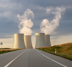 Temelín Nuclear Power Station (Roberto Braam) Tags: temelín nuclear power station jaderná elektrárna czechrepublic europe landscape energy industry outdoor road scenery coolingtowers towers buildings industrial area zone southbohemia cz powerresource