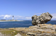 Une île...  Bretagne (jean-paul Falempin) Tags: mer île rocher phare îledesein finistère bretagne marculescueugendreamsoflightportal