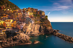 E leggero il mio pensiero vola e va (.KiLTЯo.) Tags: kiltro it italy italia manarola laspezia landscape town sea ocean water coast coastline shore longexposure rocks cliff houses architecture elitegalleryaoi bestcapturesaoi aoi