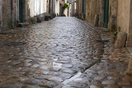 Sous les pavés...., cité Plantagenêt, Le Mans, Sarthe, Pays de la Loire, France.