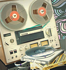 Back to the 70's (Clare-White) Tags: flickrfriday öldstyle taperecorder reels tc378 round 70s stilllife sony