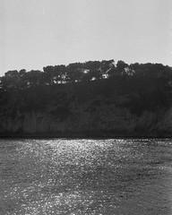Image 8 (Astroyan16) Tags: cassis calanques méditerranée mer noir et blanc nb bw black white analog argentique film