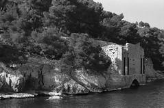 Image 7 (Astroyan16) Tags: cassis calanques méditerranée mer noir et blanc nb bw black white analog argentique film