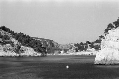 Image 6 (Astroyan16) Tags: cassis calanques méditerranée mer noir et blanc nb bw black white analog argentique film