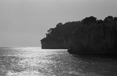 Image 10 (Astroyan16) Tags: cassis calanques méditerranée mer noir et blanc nb bw black white analog argentique film