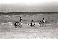 Down on the Beach  (FP4+) (Harald Philipp) Tags: jimbaran bali indonesia retina iiic fp4 ilford beach fishing children boats horizon water ocean travel sand
