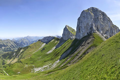 Tour d'Aï and Tour de Mayen (Karl Le Gros) Tags: 2019 berneuse cantondevaud lebeaupaysdevaud leysin panorama sexdesplacettes switzerland tourdaï tourdemayen xaviervonerlach landscape hugin