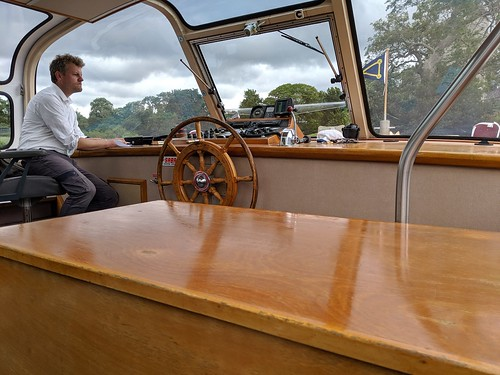 Boat Captain on tour of Muckross Lake and Muckross House