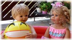 Plitsch, platsch... / Splish, splash... (ursula.valtiner) Tags: puppe doll luis bärbel künstlerpuppe masterpiecedoll planschbecken paddingpool ball plantschen splash
