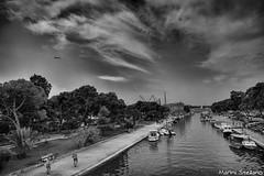 il canale... (becco6851) Tags: nuvole acqua mare barca bw persone aereo