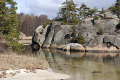 Hvalerkysten 1.12, Østfold, Norway (Knut-Arve Simonsen) Tags: vesterøy hvaler norge норвегия norway noruega norwegen norvegia norvège नॉर्वे 挪威 ノルウェー நோர்வே νορβηγία sydnorge sørnorge østlandet glomma oslofjorden østfold norden scandinavia скандинавия э́стфолл фре́дрикстад гло́мма ослофьорд vann hav benk gress tre hytte brygge water sea tree cottage pier banco de mar agua hierba árbol cabaña muelle wasser meer hütte acqua molo mare