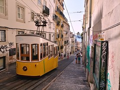 Ascensor da Bica (Elad283) Tags: lisboa lisbon portugal carris funicular bica ascensor ascensordabica bicafunicular