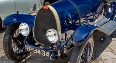Bugatti (Leaning Ladder) Tags: bari italy italia puglia apulia cars bugatti blue canon 7dmkii leaning ladder leaningladder 7d mkii