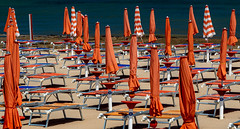 Waiting for the crowd (Leaning Ladder) Tags: vieste italy italia puglia apulia beach orange colors shapes canon 7dmkii leaning ladder leaningladder 7d mkii
