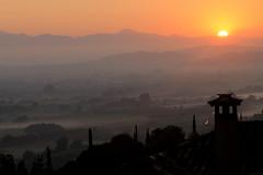 Νωρίς το πρωί-Early morning-Früher Morgen (ᗰᗩᖇᓰᗩ ☼ Xᕮ∩〇Ụ) Tags: outside greece griechenland morgens morning lanscape view landschaft sonne sun sunrise sonnenaufgang neblig foggy ελλαδα ηλιοσ πρωι τοπιο ατμοσφαιρα καλοκαιρι στιγμεσ momente moments summer sommer light licht canoneos1100d