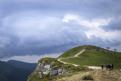 Approaching storm (Nobusuma) Tags: nikon nikond610 nikkor50mmf18g digital italia italy appennini appeninotoscoemiliano cornoallescale hiking hikers storm clouds mountains ニコン イタリア アペニン山脈 ハイキング 雲 嵐 山脈