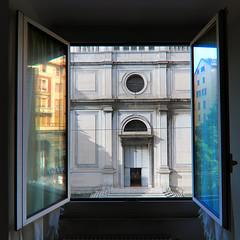Tutto casa e chiesa (meghimeg) Tags: 2019 genova chiesa church finestra window riflessi reflection vetro glass