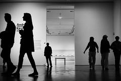 Berlinische Galerie (Jontsu) Tags: berlin germany deutschland fuji fujifilm xt3 35mm bw blackandwhite high iso people museum fujinon fujinon23mmf2 fujinon23mm