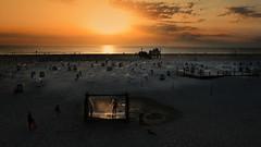 Dusche im Sonnenuntergang...... (petra.foto busy busy busy) Tags: strand stpeterording nordsee norddeutschland germany schleswigholstein sonnenuntergang fotopetra canon eosrp sommer strandleben strandkorb dusche duschen