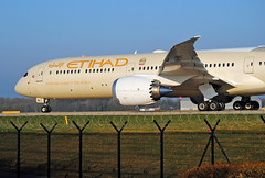 Etihad 787. Manchester. (Infinity & Beyond Photography: Kev Cook) Tags: etihad airways boeing 787 b787 dreamliner aircraft airplane airliner manchester man airport planes photos