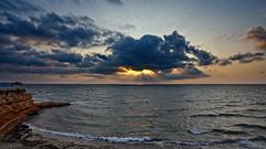 La furia del fuego (Fotgrafo-robby25) Tags: alicante amanecer costablanca marmediterráneo nubes rayosdesol rocas sonyilce7rm3