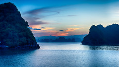Halong Bay Early In The Morning (Vietnam. Gustavo Thomas © 2019) (Gustavo Thomas) Tags: halongbay vietnam sea seascape morning sunrise mañana life nature calm travel voyager traveler adventure beauty asia blue