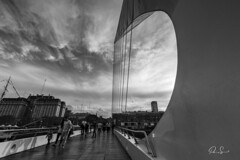 _LS_1489 (Paio S.) Tags: people bridge bw clouds blackandwhite city walking sunset sky street buenosaires canon