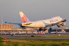 B-18720 Boeing 747-400F China Airlines Cargo (SamCom) Tags: b18720 boeing 747400f chinaairlinescargo b744 kdfw dfw dallasfortworthinternational foundersplaza