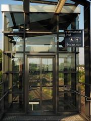 Gläserner Fahrstuhl (Pico 69) Tags: nrw remscheid pico69 bahnhof glas eisen fahrstuhl spacig
