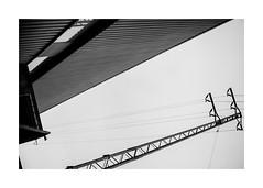 falling (Armin Fuchs) Tags: arminfuchs würzburg lavillelaplusdangereuse diagonal posthalle hauptbahnhof niftyfifty geometric
