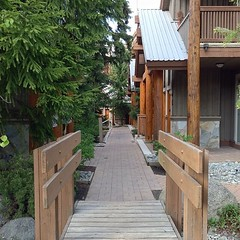 #whistler #britishcolumbia #canada #tree #trees #wood #house #houses #woodenhouses (pinus.acer) Tags: whistler britishcolumbia canada tree trees wood house houses woodenhouses