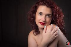 El mar de tu mirada. Arrullo. (Carlos Velayos) Tags: retrato portrait mujer woman chica girl belleza beauty elegancia elegance sensualidad sensuality strobist mirada gaze