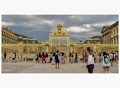 La grille royale du château du Roi Soleil. (murielle1957) Tags: louisxiv roi art architecture or grille château versailles