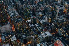 NYC (Alberto Sen (www.albertosen.es)) Tags: ny nyc newyork nuevayork city ciudad streets calles noche night bluehour skyline travel viaje somewhere albertosen alberto sen eeuu estadosunidos unitedstates windows ventanas manhattan skyscrapper rascacielos