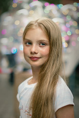 Street portrait (Unicorn.mod) Tags: 2019 colors portrait street girl kid bokeh smooth evening summer july canon canoneosr canonef50mmf12lusm