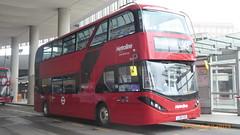 P1170183 BDE2630 LJ19 CVD at London Bridge Bus Station London Bridge Approach London Bridge London (LJ61 GXN (was LK60 HPJ)) Tags: metroline byd enviro400evcity enviro400ev enviro400city e400ev electric 109m 10900mm bde2630 lj19cvd j4285