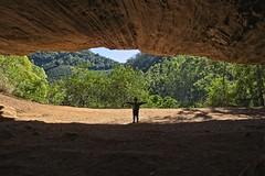 Diego na entrada (mcvmjr1971) Tags: red grutadolimoeiro nikon d800e lens sigma 2435mm art f20 mmoraes castelo espírito santo brasil 2019 trilhandocomdidi conçeição do