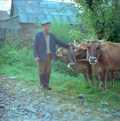 Farmers. West. 1999. (juri_nesterov) Tags: kodak 100asa film village carpathian region rolleiflex 35f ukraine serie