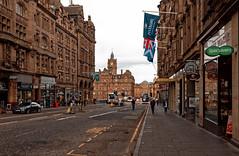 Edinburgh / North Bridge / The Balmoral (Pantchoa) Tags: édimbourg ecosse northbridge rue balmoral hotel horloge tour immeubles ciel hilton pâtisserievalérie cycliste drapeau specsavers arcade pizzaexpress tasteofscotland architecture photoderue